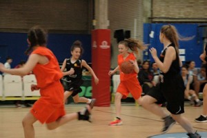 girls-playing-london-thunder