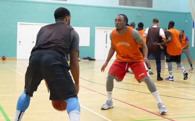 pak-defending-basketball